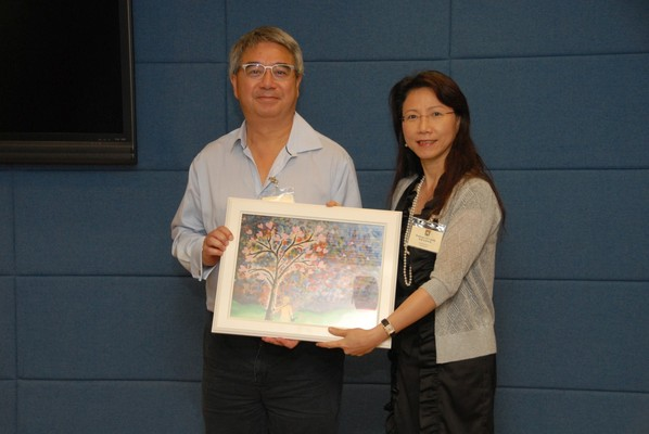 Mr Peter KS Cheng, Donor's representative (left) with Professor SY Leung, Associate Dean (Research)